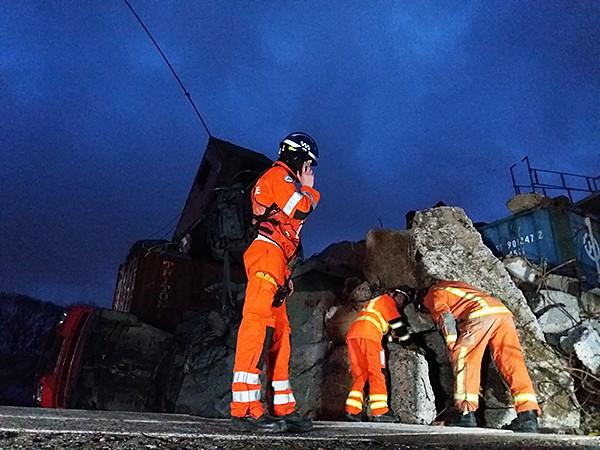 Barrett provides portable HF radio equipment for specialist rescue team
